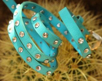 Vintage blue belt for dresses and jeans.