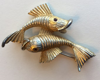 Vintage Pisces Double Fishes with Red Eyes and Textured Gold Tones Brooch