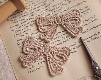 2 pieces applied guipure lace, gold bow, M76