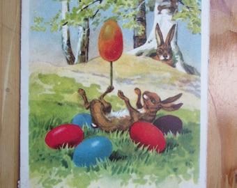Grußkarte Postkarte - Hase, Osterhase spielt mit Ei 1930er