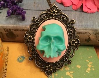 gorgeous 3D skull pendant, gift for her