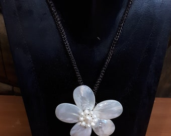 Natural Pearl and Shell Flower Necklace