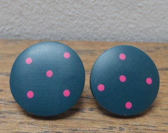 Rail blue w cerise dots 'don't match studs'