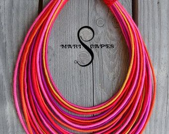 Collier fil gainé fushia chaud / tribal / hippie / Bohème / rose / orange / fuchsia / rouge