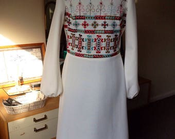 "SHUBETTE Knee Length Dress - 38"" Bust - Winter White - Scandi - Nordic - Crimped Polyester - Medium - Free UK Postage"