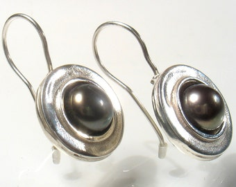 Silver and dark pearl- Classic and elegant earrings.