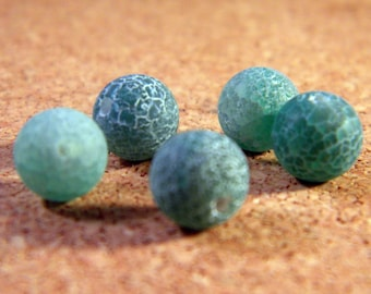 5 beads 8mm - emerald green frosted cracked agate AG73