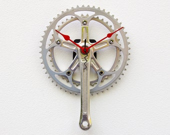 Recycled Bike Crank Arm Clock, Bike gear pedal clock, birthday gift, Bicycle gift for her, bike gift for her, pedal clock, reuse bike clock