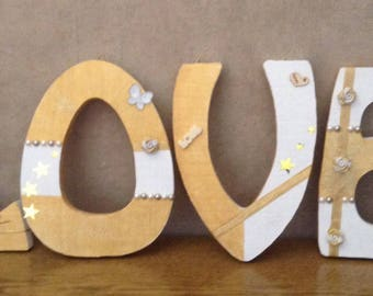 Wooden letter decorate LOVE painting and decorating neufff gold and white