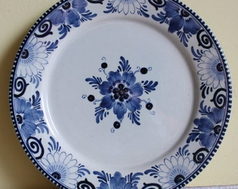 Original Dutch Delftware, Delfts Blauw, gorgeous dessert plates in blue and white, earthenware, old traditional decoration of Holland design