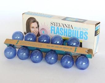 Eleven Sylvania Blue Dot 25B Flash Bulbs