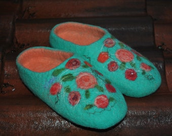 Felted slippers with ROSES/ TURQUOISE / felted wool slippers clogs / Made to Order