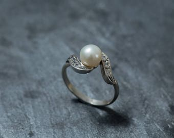 Vintage Pearl Ring, White Pearl Ring, Natural Pearl Ring, White Pearl, Vintage Rings, June Birthstone Ring, June Ring, Solid Silver Ring