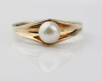 Hallmarked 9ct Gold Cultured Pearl Ladies Ring with Modern Shape   Size UK M 1/2 and US 6.50