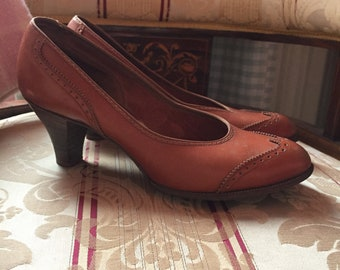 1940a brown leathwe wing tip shoes UK 5/5.5. Not narrow!