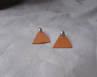 Camel leather earrings