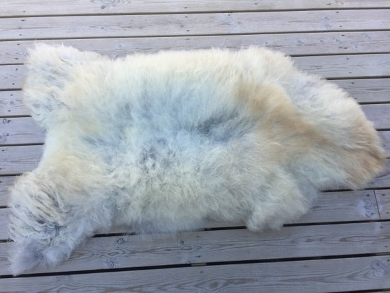 Real natural Sheepskin rug supersoft rugged throw from Norwegian norse breed medium locke length sheep skin light grey gray yellow 18089