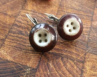 Vintage Chinese glass ceramic buttons with brown ringer stencil
