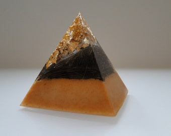 Pyramid with horse hair and gold leaf - a lasting memory
