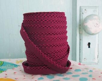 Cranberry Crochet Edge Double Fold Bias Tape (No. 50)