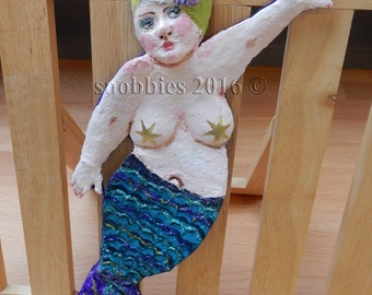 Wallhanging Merry Maid a paper mache handmade