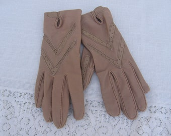 Vintage ARIS Isotoner Camel Leather Driving Gloves / 1980's / One Size but Small / Camel Tan Leather / Nylon Spandex / Wrist Length