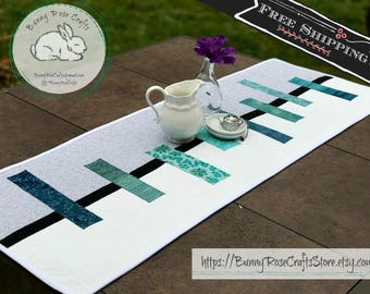 Quilted Table Runner ‖ Tabletop Centerpiece ‖ Modern Table Runner ‖ Table Linen ‖ Table Decor ‖ Reversible Table Runner ‖ Quilted Fabric