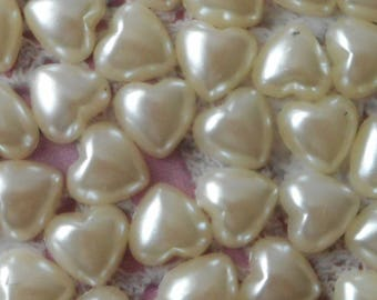 Ivory jelly heart acrylic craft or decoration of 1.00 cm in height (with 50 half - pearls).