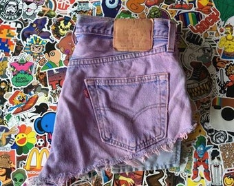 High waisted pink Levis shorts