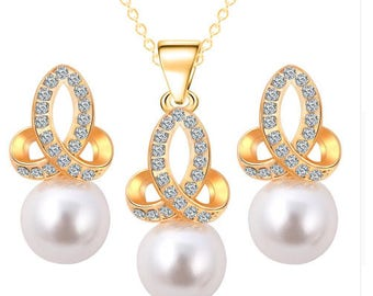 Sweet Gold Pearl Necklace
