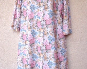 """1980s Flannel ROBE. Dressing Gown. Housecoat. Floral Robe. Snap Front Robe. Warm Robe. Long Robe. 1980s Robe. Warm Flannel Robe. 42"""" Bust"""
