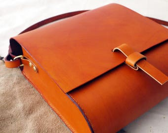 Large cross body leather bag, leather satchel, messenger bag, tan cross body pouch, Hand sewn bag.  Made in UK