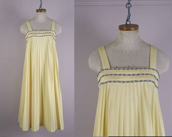 70s Disco Dress in Pastel Yellow- 1970s Pleated Trapeze / Swing / Babydoll- Small- Studio 54- Wedding Guest Bridesmaid Mid Length Sleeveless
