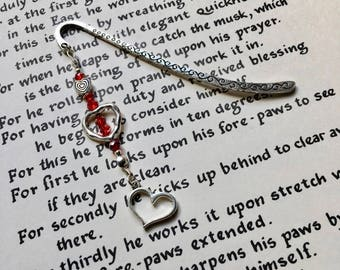 Heart Charm Bookmark, Unique Bookmark, Gift for Teacher, Bookworm Gift, 16th Birthday Gift for Sister, Bead Bookmark, 18th Birthday Gift