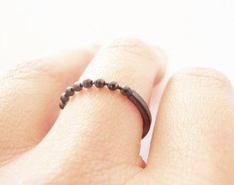 Dots - sterling silver black ring with silver chain
