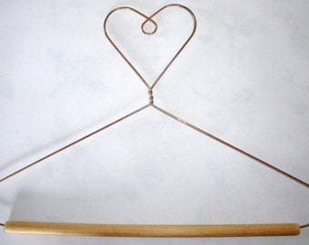 Wire Hanger for Quilts or other Wall Hangings.   Sizes 13 - 18 inches. Handmade in the Lincolnshire Fens.