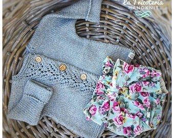 Complete cardigan and knitted cap, sage color, made of merino wool and cotton, rose fancy cotton shorts, size 3-6 months
