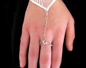 White Lace ring/bracelet,Delicate ring bracelet, Bridal ring bracelet, Holiday ring bracelet