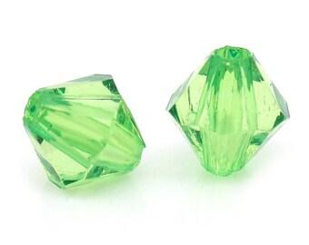 set of 100 beads acrylic bicone has green 6X6mm(trou de 1mm) facet