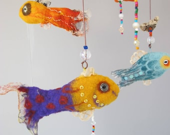 Felted wool mobile with exotic fish and driftwood, Decoration with felt exotic fish in natural wool, Felted wool colorful fish