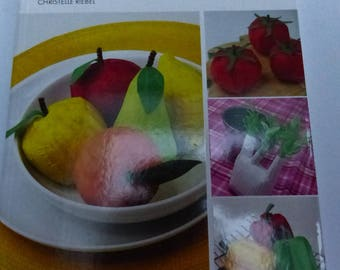 fruits and vegetables in 40 paper patterns with diagrams and pattern for each model