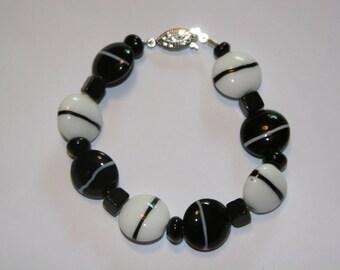 Chunky Black and White glass beaded Bracelet