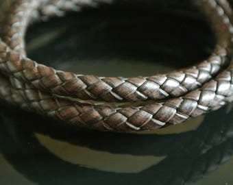 Twenty centimetres with a pretty 6 mm, 1 layer of leather braided brown leather cord