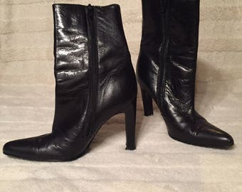 Two Lips Ankle Boots