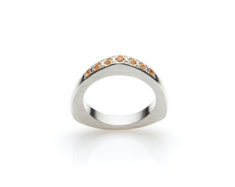 Ring band PUNTATA with citrine, rounded triangle, made of sterling silver