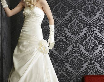 Wedding dress made of satin, with back lacing sizes 32, 34, 48, 50