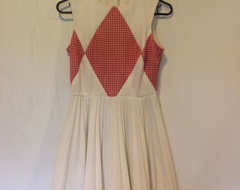 Fun vintage Vicky Vaughn white summer dress! Size S/M