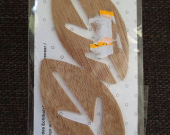 Set of 2 Rico naturals stylized self-adhesive plating leaves