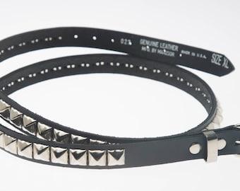 """3/4""""(20mm) breite echten Ledergürtel mit 1 Zeile 1/2"""" (13mm) PY/77 Square Pyramide Ohrstecker Silber/Chrom verziert versetzt USA NYC"""