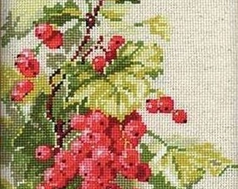 NEW UNOPENED Russian Counted Cross Stitch KIT Riolis 1060 Red Currant Berries